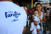 Cartão de programa social garante alimentação básica de famílias