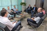 Comitiva de Cáceres visita Barra conhecendo projeto de liberação do Aeroporto Municipal