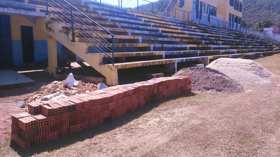 No dia do Futebol, Prefeitura de Barra começa a reforma do Estádio Zeca Costa