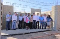 Prefeito e vereadores visitam área onde está sendo construída creche no Nova Barra, serão 300 crianças atendidas