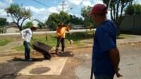 Prefeitura faz elevação e encascalha de estradas na região do Iate