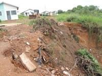 Prefeitura faz reparos para conter erosão no Nova Barra do Garças, Caixa e construtora serão acionadas