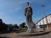 Prefeitura restaura estátua de São Benedito em Barra do Garças