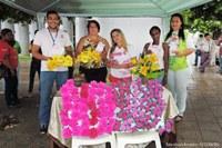 Secretaria Municipal de Saúde faz encerramento da campanha Outubro Rosa com entrega de flores