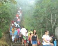 SEMA libera subida de fiéis pela escadaria na serra em Barra do Garças