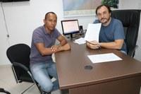 Alex Matos recebe demandas dos moradores do distrito de Indianópolis