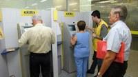 O aposentado e o pensionista do Barra-previ receberam hoje a primeira parcela do 13º salário