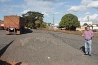 Pebinha comemora pavimentação do estacionamento do Posto Fiscal de Barra do Garças
