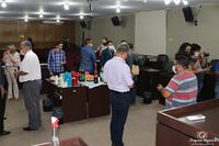 Vereadores e imprensa se reúnem para café da manhã no plenário da Câmara Municipal