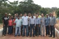 Vereadores e prefeito inauguram ponte de concreto sobre o Rio Passa Vinte